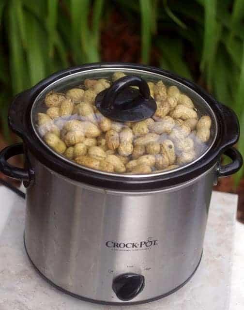 Una olla de cacahuetes