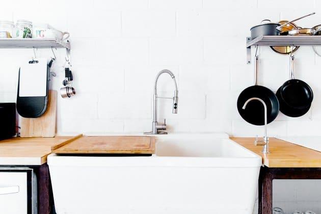 como limpiar el grifo de la cocina